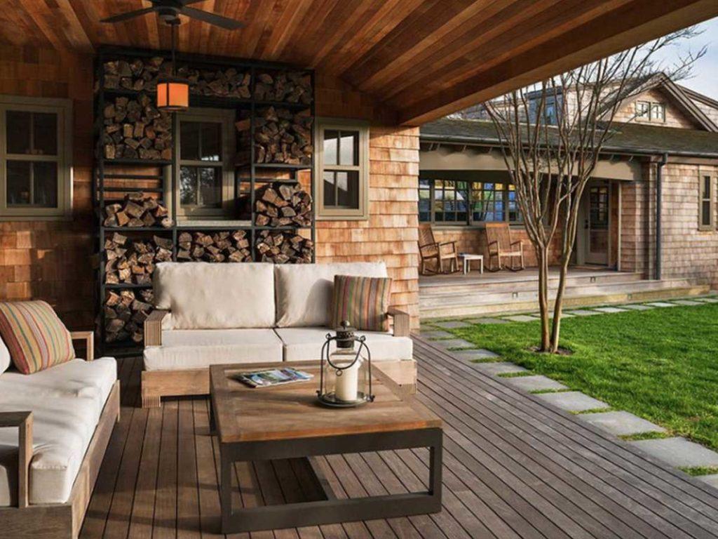 dřevník u domu