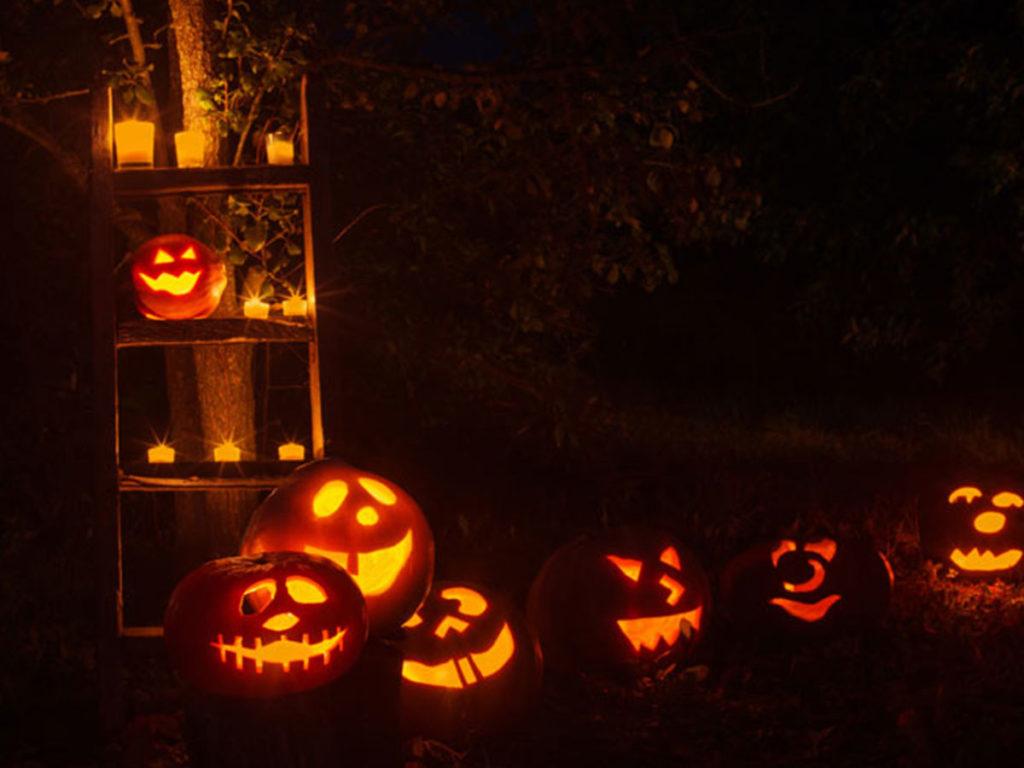 halloweenské vyřezané tykve