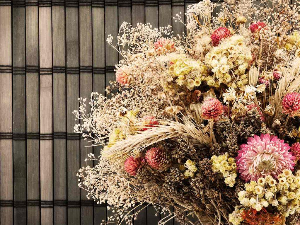 kytice sušených květin