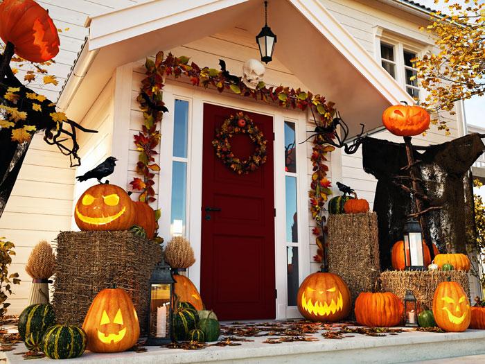 podzimní dekorace u vchodu na domě