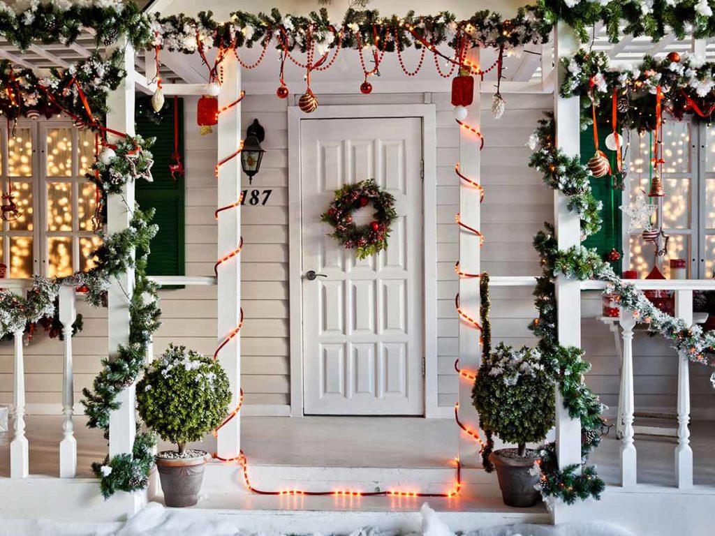 vánoční dekorace na domě