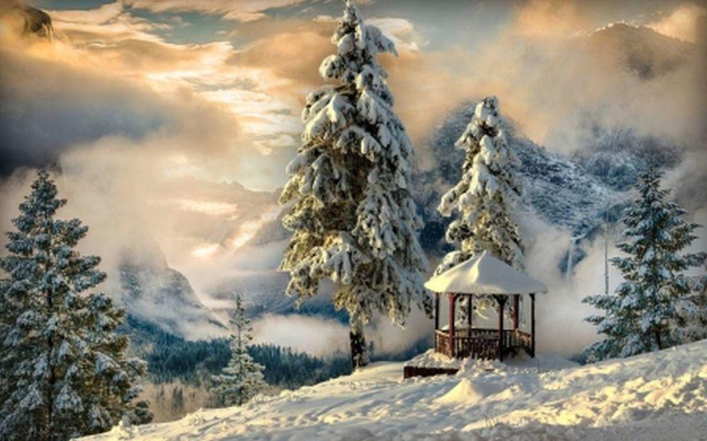 altánok na kopci v srdci zasneženej prírody