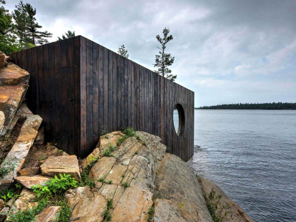 dřevěná sauna u moře
