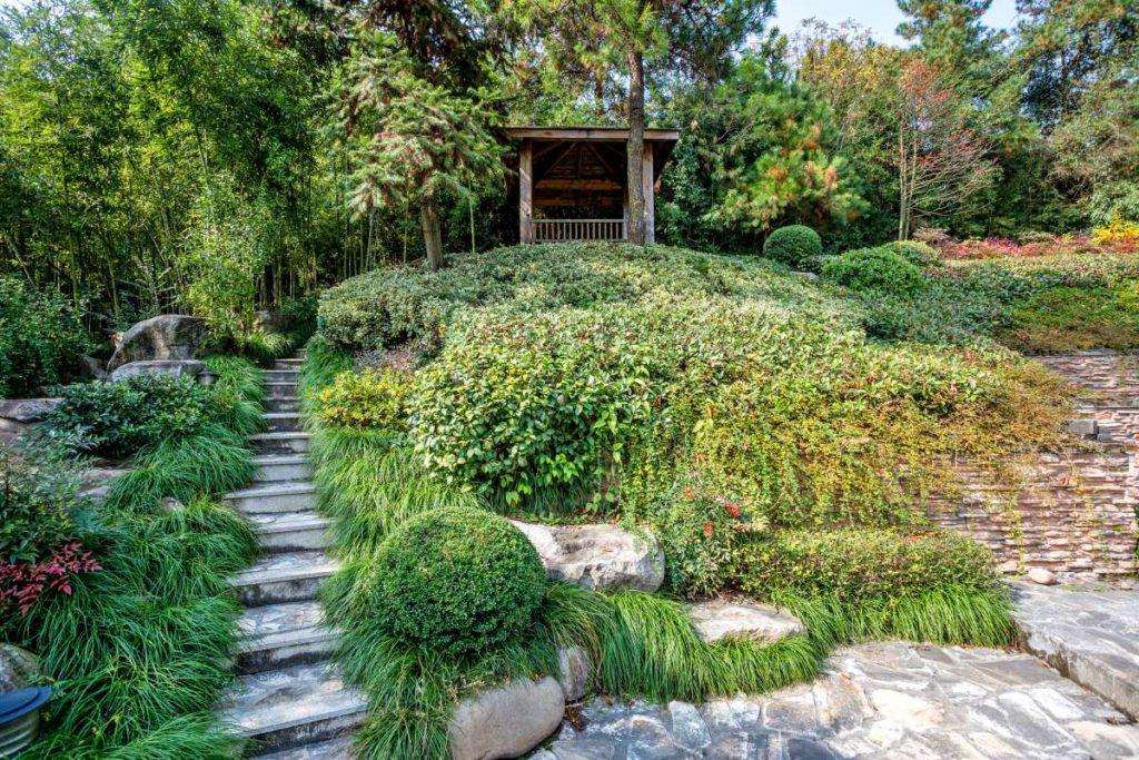 japonská zahrada se zahradním altánkem