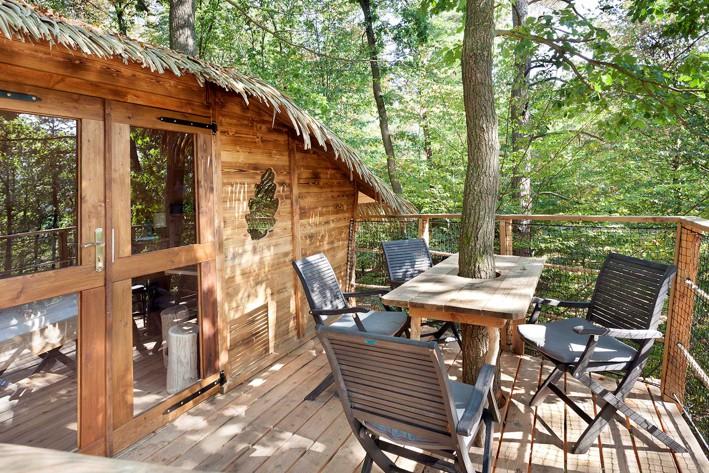 dom na stromě s terasou