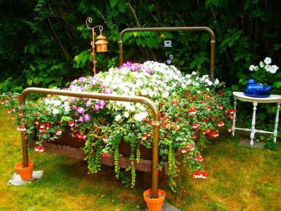 postel ako zahradní dekorace