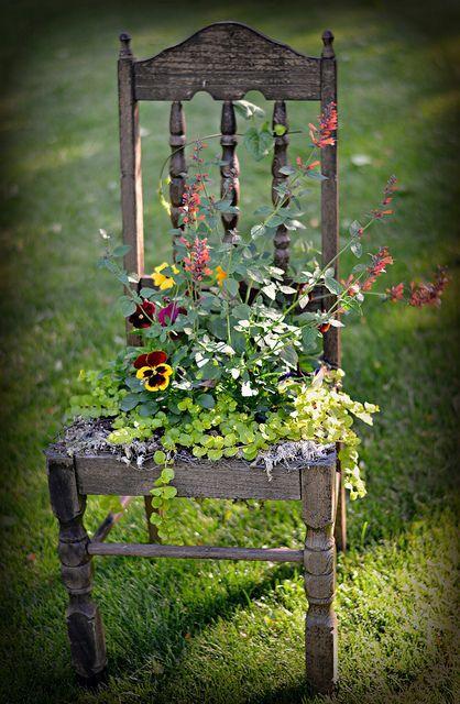 zahradní dekorace stolička
