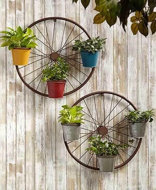 květináče ze starých koles z kola