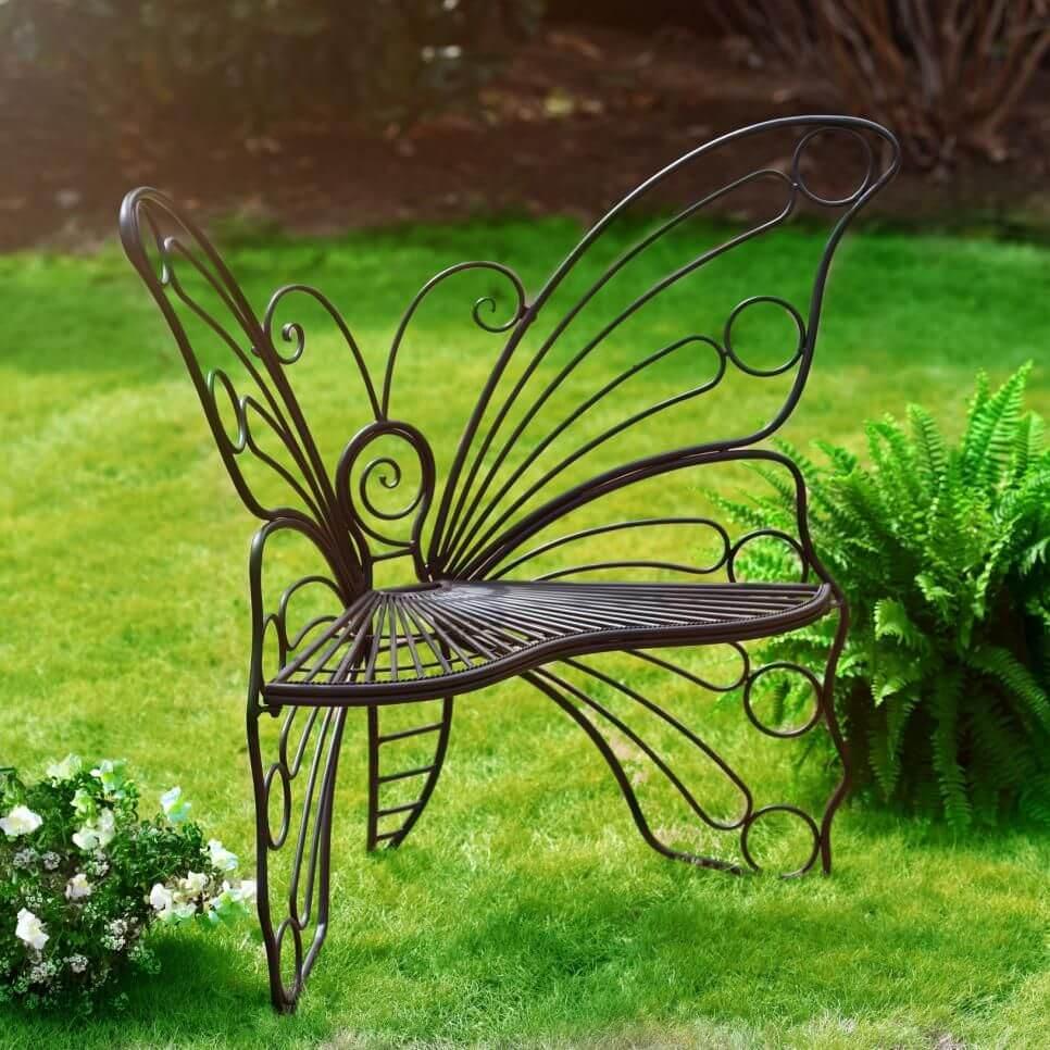 kovová židle ve tvaru motýla