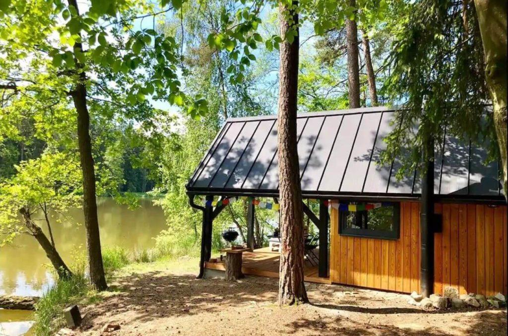 chata v lese na samote